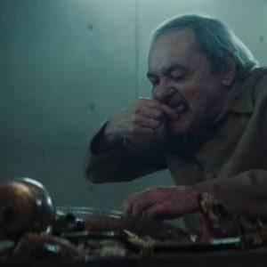 theplatform-oldman-eating-700x331